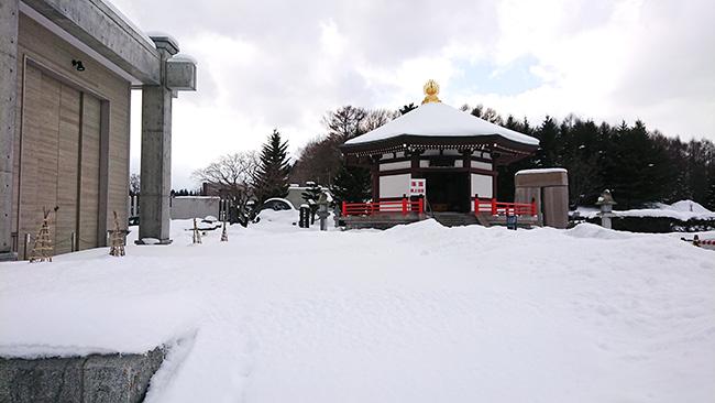 滝野霊園八角堂
